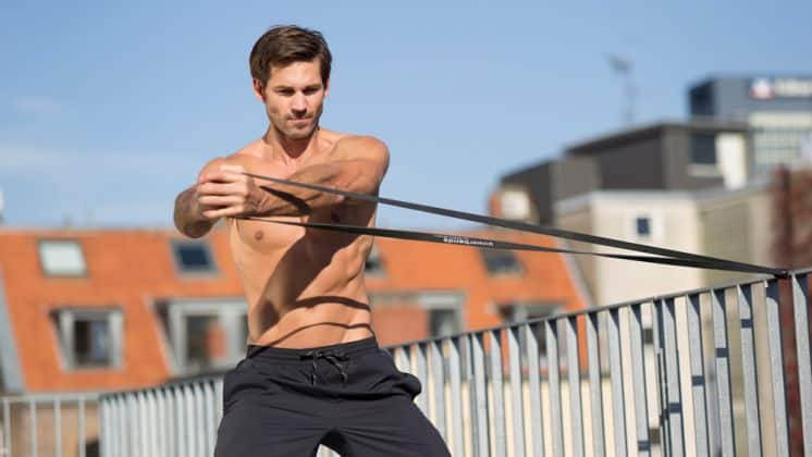 utiliser des bandes élastiques pour se muscler