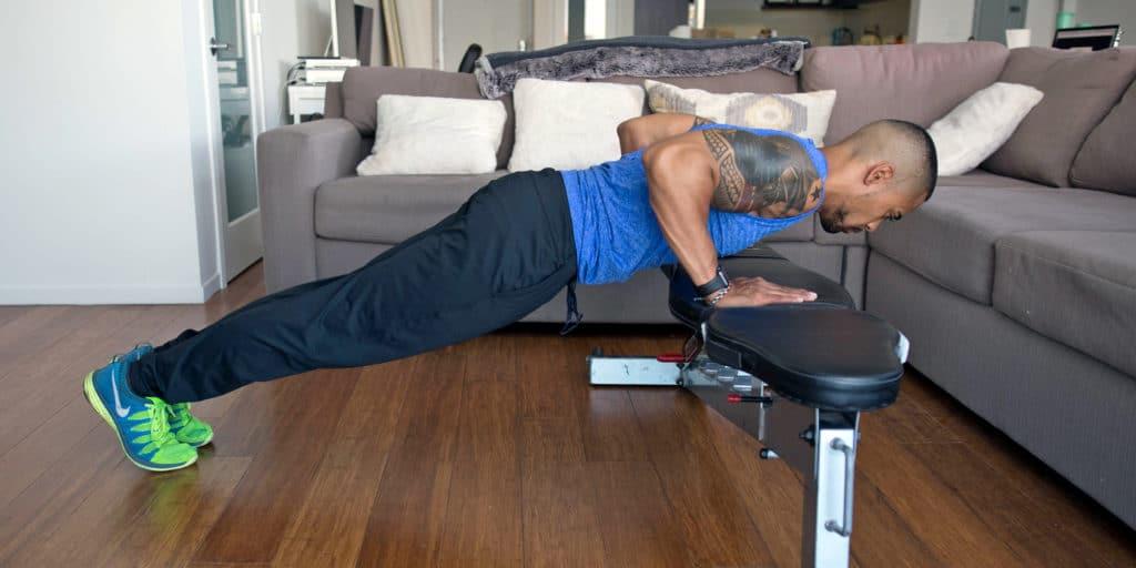 pompes inclinées musculation épaules poids de corps